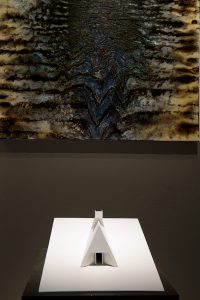 Refuge de Paulo David et oeuvre miroir de Bernard Garo, photo Bernard Garo