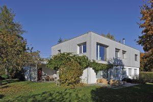 Surélévation en bois d'une villa contemporaine