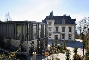 Extension contemporaine en verre à Lausanne