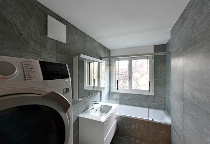 Habitation PPE de standing salle de bains et colonne lavage
