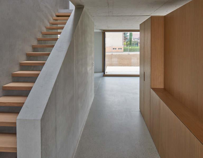 Villa contemporaine en béton vue escalier bois
