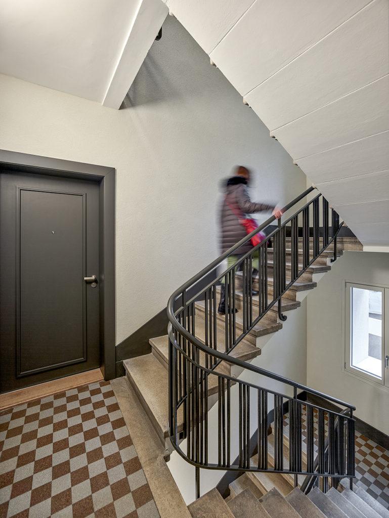 transformation immeuble années 30 farra zoumboulakis unia cage escalier rénovée